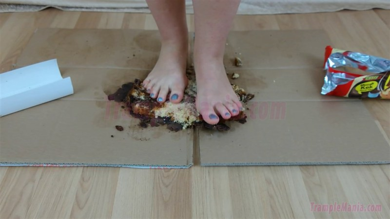 Rachel Barefoot Cake Crushing