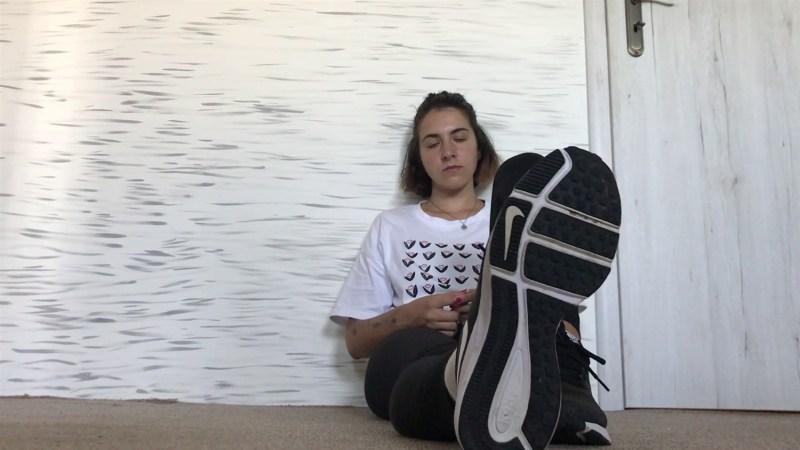 Claras Sweaty Gym Feet