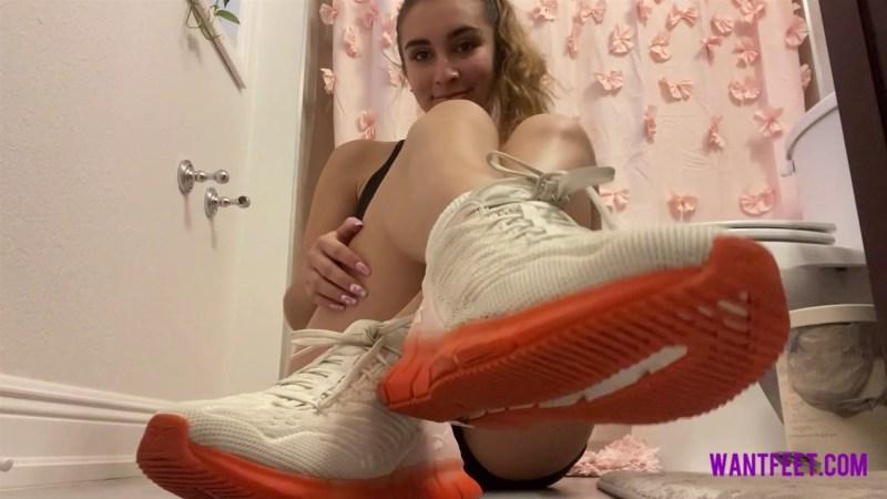 Auroras Sweaty Gym Feet