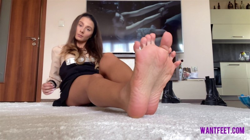 Gianas Stinky Feet in Boots