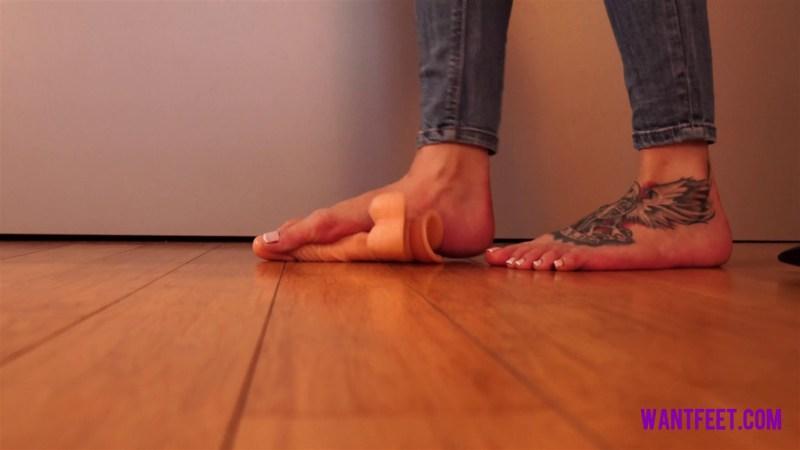 Jasmines Barefoot Dildo Crush