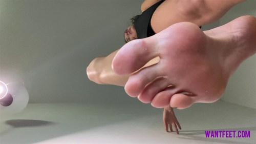 Lisa Giantess Feet