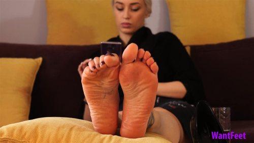 Jasmines Sweaty and Dirty Feet