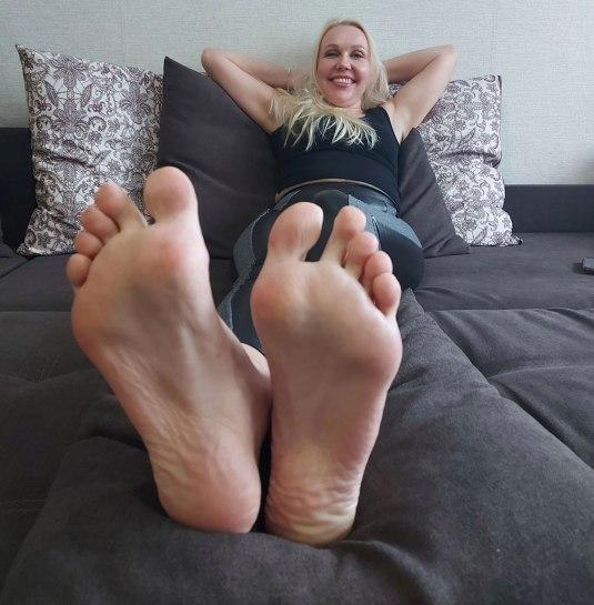 sara foot model