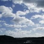 Efterårs vind og flotte skyer.