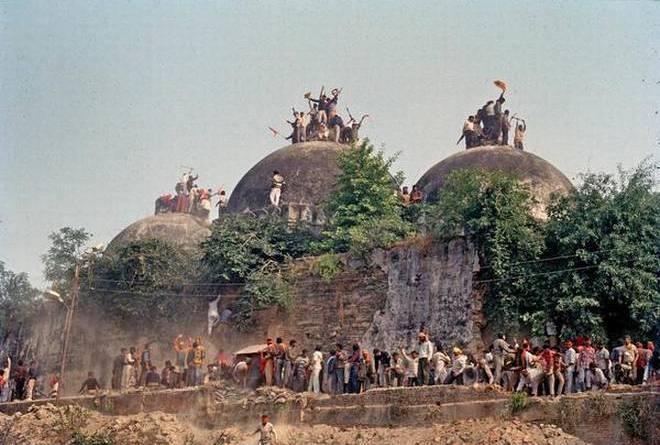ہندوپارٹیوں سے سپریم کورٹ نے کہا'مندر پر بابری مسجد کی تعمیر ثابت کریں'۔