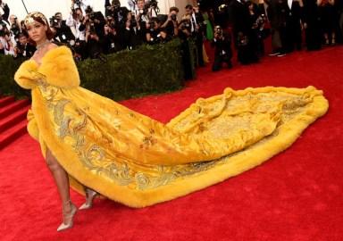 Rihanna+China+Through+Looking+Glass+Costume+YWQzt4OvATYl