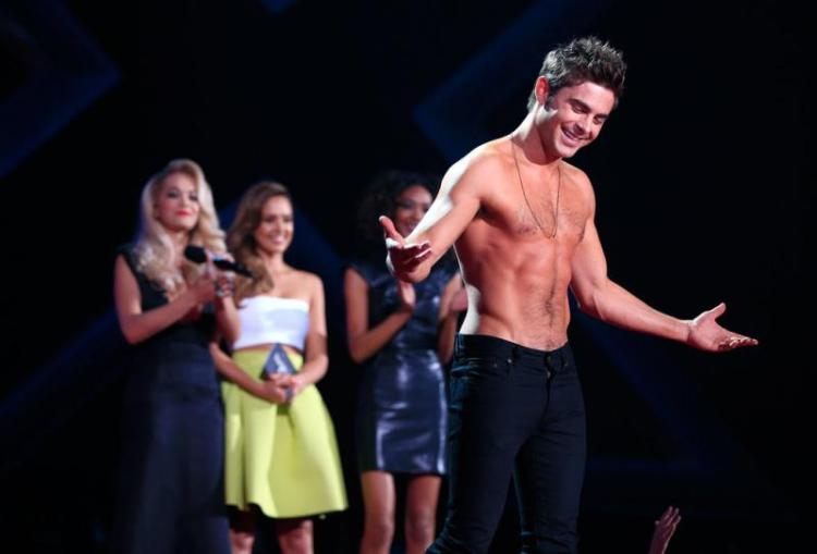 WTFSG-Zac-Efron-Shirtless-2014-MTV-Movie-Awards