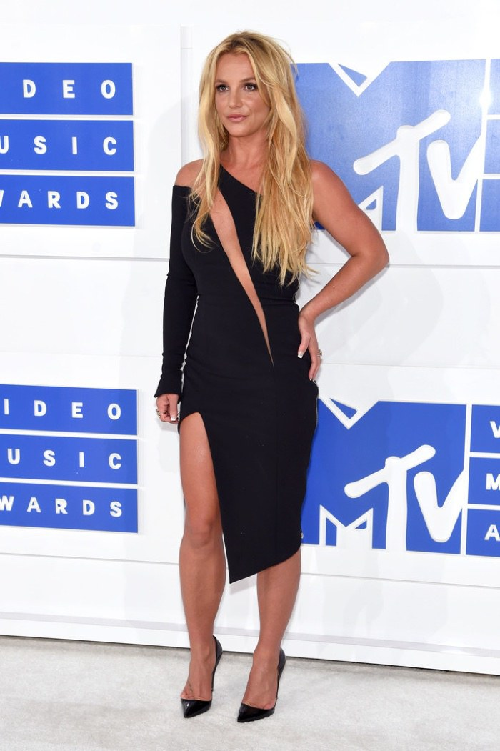 britney-spears-julien-macdonald-black-dress-2016-mtv-vmas