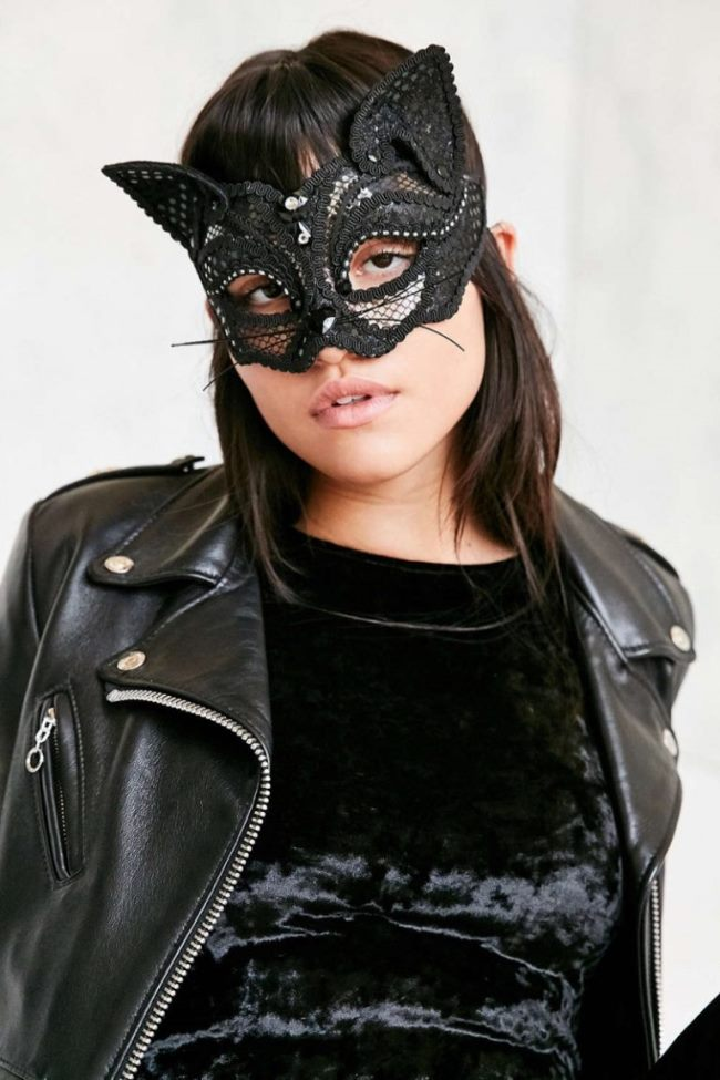 lace-black-cat-mask-uo