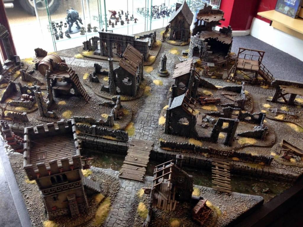 Terreno para jugar Mordeheim un juego de miniaturas a nivel de escaramuzas, cortesía de un usuario de Mordheim España