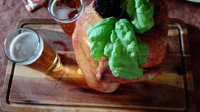 Kurczak pieczony na butelce piwa
