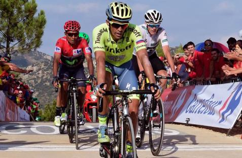 Pese al ataque de Contador, los favoritos llegaron juntos