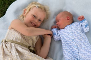 Young girl and newborn brother in Belair Park, Dulwich. Photographed by Anna Hindocha/Warm Glow Photo