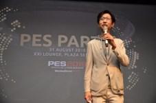 Takayuki Kurumada selaku Deputy Division Director of Promoting Planning Division, KONAMI Digital Entertainment memberikan kata sambutan dalam acara PES PARTY.