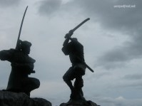 Famed swordsmen Sasaki Kojirō (left) and Miyamoto Musashi duel it out for all eternity on Ganryū Island (June 2010)