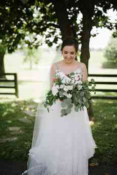 Ivory and red loose organic bridal bouquet by Carol Lynn Originals , Photo by Lindsey McDonald Photography