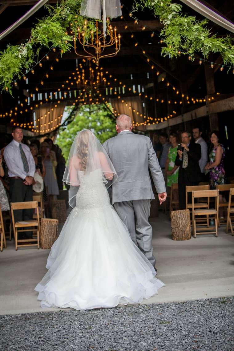 Perfect Kentucky barn wedding ceremony at Warrenwood Manor