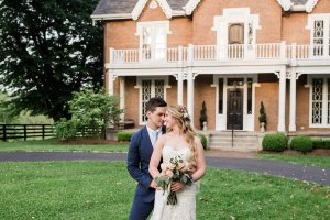 Couple in front of historic Kentucky mansion