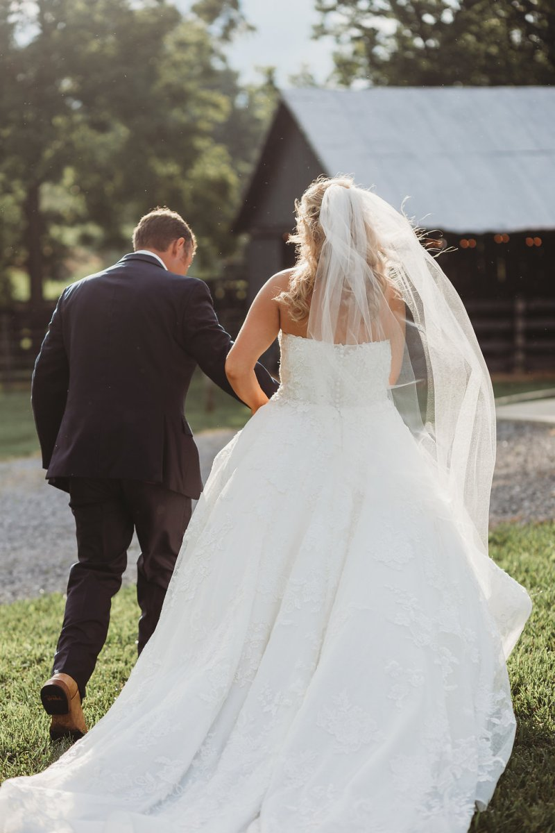 Country glam bride & groom at Warrenwood Manor