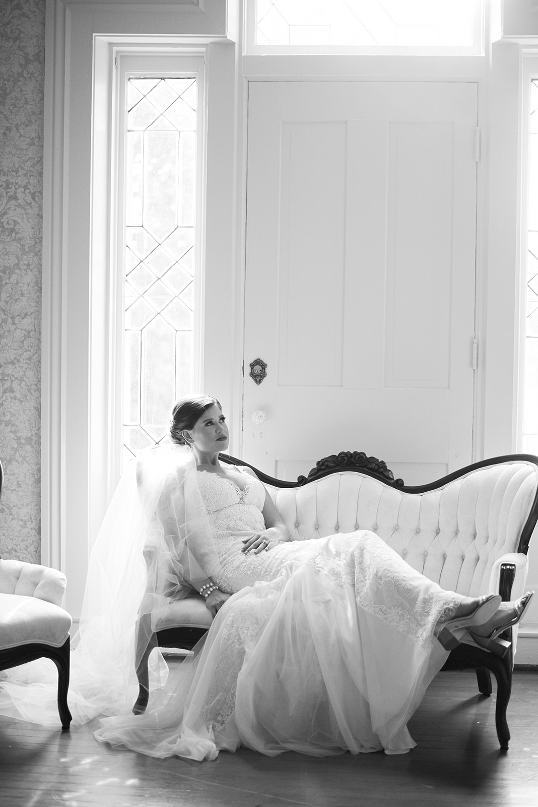 Southern glam bride in historic Kentucky wedding venue