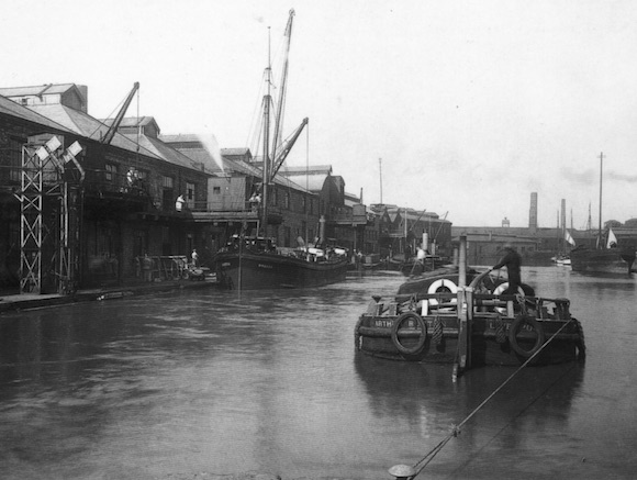 The canal at Widnes in 1933 (Courtesy of SCARS).