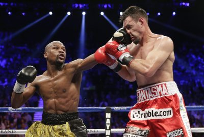 Mayweather shows how to throw a jab