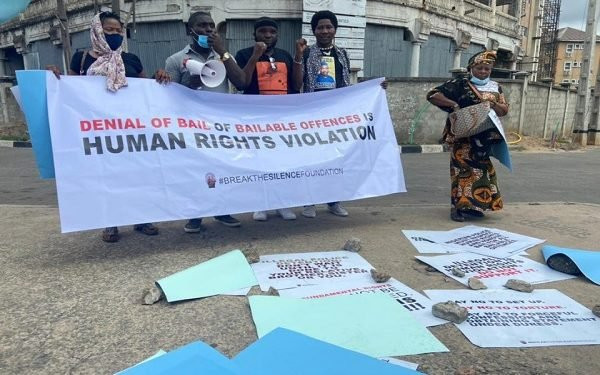 Actor, Yomi Fabiyi and others stage protest at Panti over Baba Ijesha's detention (video)