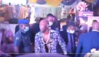 Singer Seun Kuti raises two middle fingers and walks out on Governor Sanwo-Olu at sister's birthday (video)