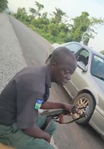 """""""I want cash, how will sorry feed me"""" – Policeman caught on tape requesting for bribe (Video)"""