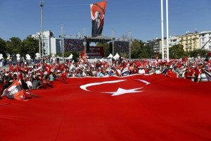 Supporters of various political parties gather in Istanbul's Taksim Square near the giant Turkey's national flag before the Republic and Democracy Rally organised by main opposition Republican People's Party (CHP), Turkey, July 24, 2016.  REUTERS/Osman Orsal