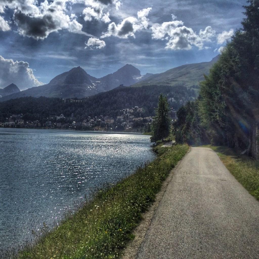 Ścieżka w koło jeziora