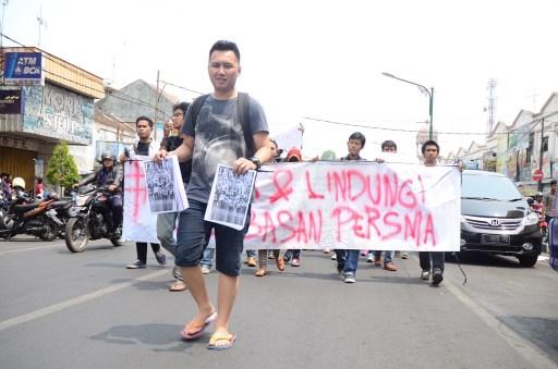Rombongan massa Aksi Damai Solidaritas untuk Lentera