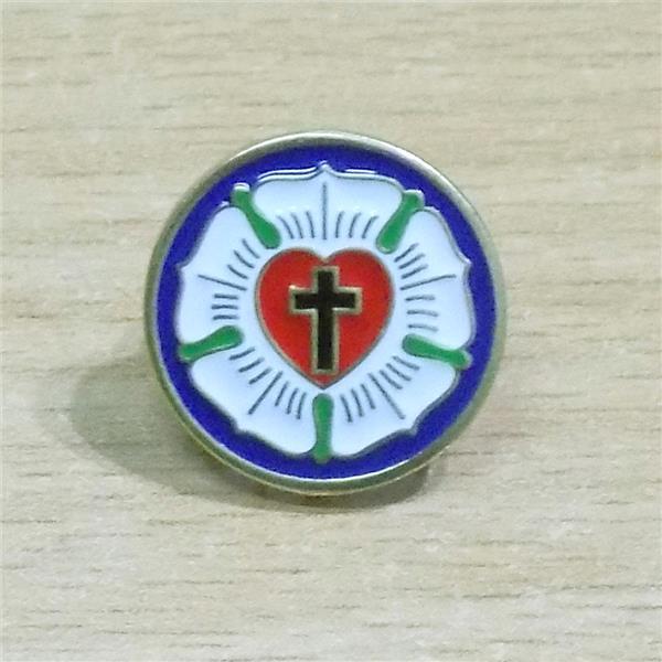 Znaczek - Róża Lutra - metalowy pins-4991