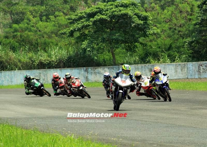 irs-150cc-yzf-r15-vs-r15-final-2016