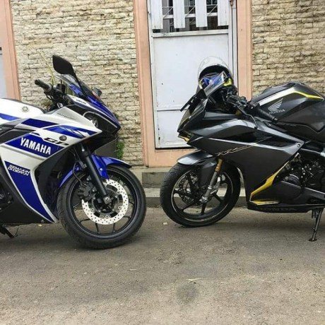 Yamaha YZF-R25 vs Honda CBR250RR