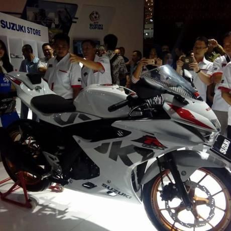 suzuki-putih-gsx-r150-modif