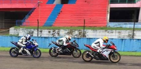 Honda CBR250RR vs Ninja 250 FI dan YZF-R25 Balapan di Sentul
