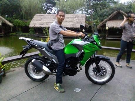 Kawasaki Verys 250cc ditunggangi om Antonius Yulianto yang memiliki tinggi badan 173 cm
