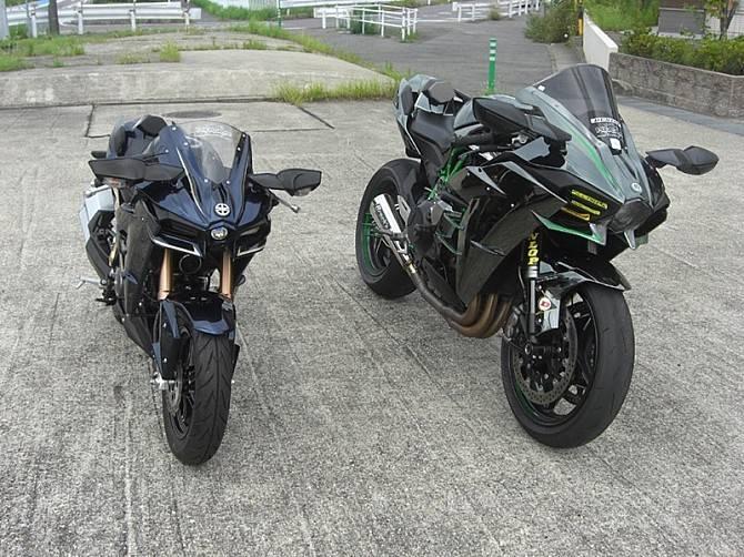 Modifikasi Kawasaki Z125 Pro ala Ninja H2, Dijejerin Kayak Anak dan Bapak!