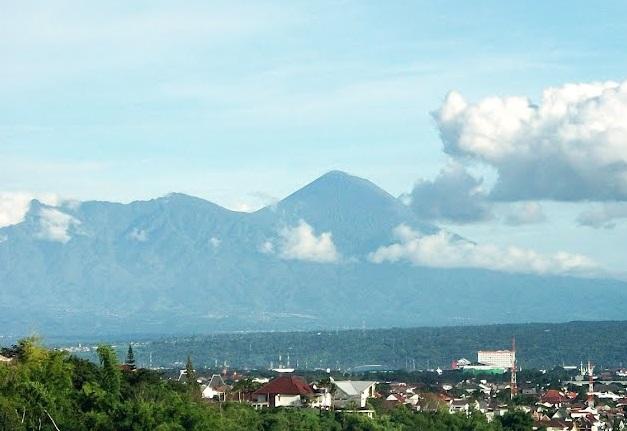 the land of the six volcanoes,malang,gunung berapi,wisata,gunung,gunung kawi,gunung bromo,gunung semeru,gunung arjuno,gunung welirang