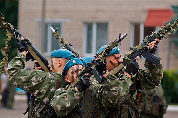 Russische Fallschirmjäger.