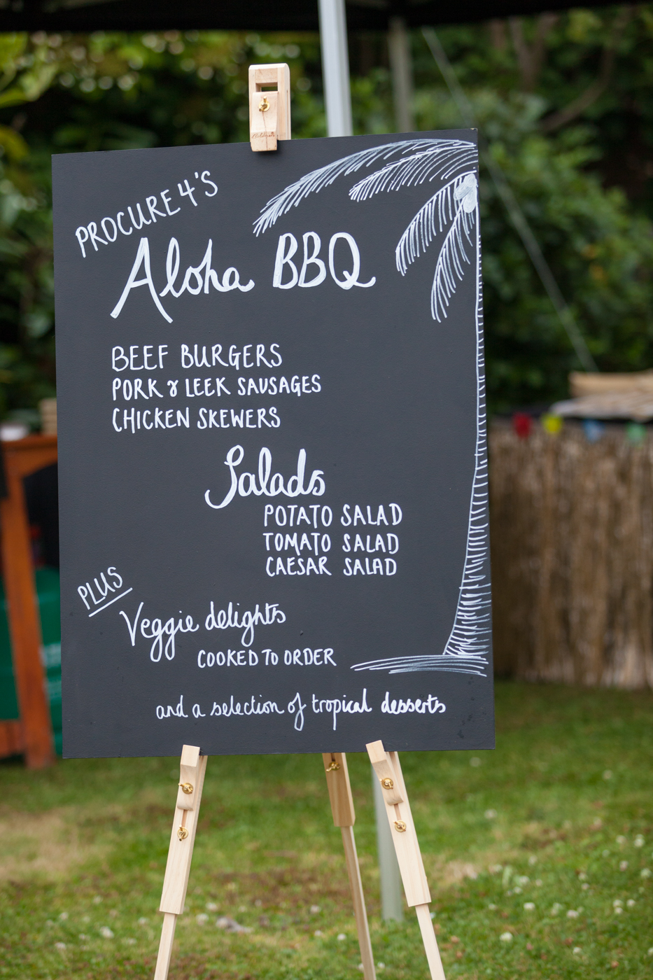 Reusable blackboards for sustainable event décor
