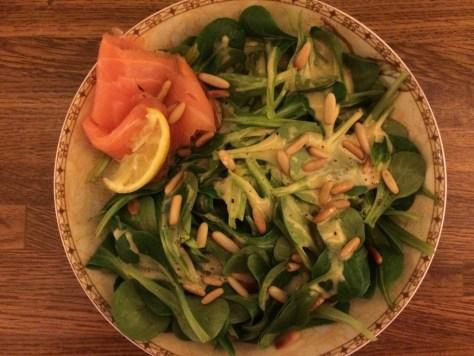 Feldsalat mit Räucherlachs