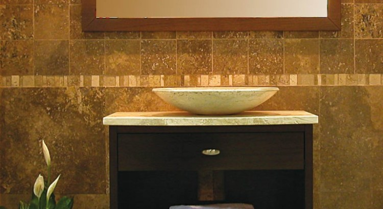 wie man ein kleines bad gestaltet waschbecken aus naturstein by pietre di rapolano. Black Bedroom Furniture Sets. Home Design Ideas
