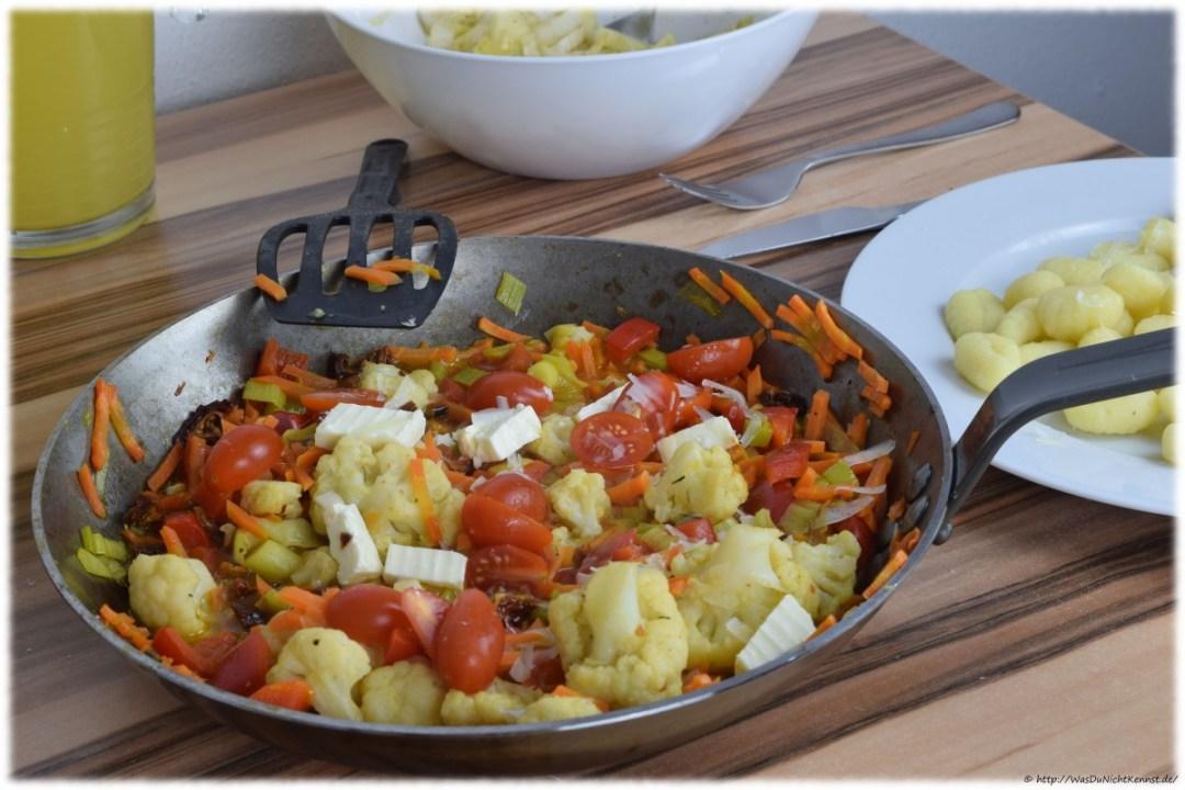 Gemüsepfanne mit Gnocchi und getrockneten Tomaten