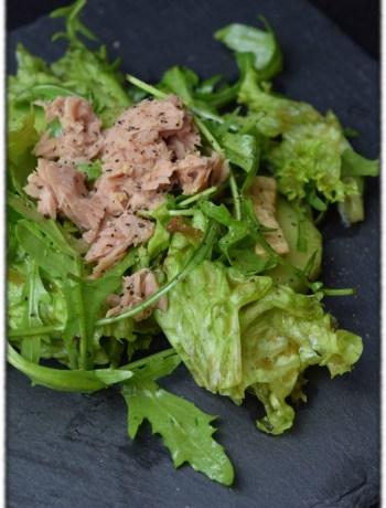 Grüner Salat mit Thunfisch