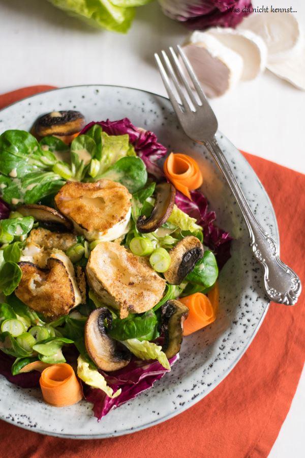 Salat mit gebratenem Ziegenkäse