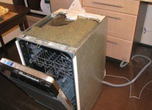 Bulaşık makinesinin sökülmesi