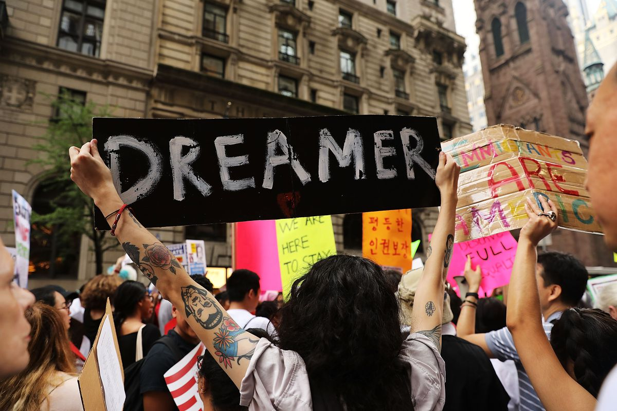 Líder demócrata defiende los derechos de los soñadores con un maratónico discurso